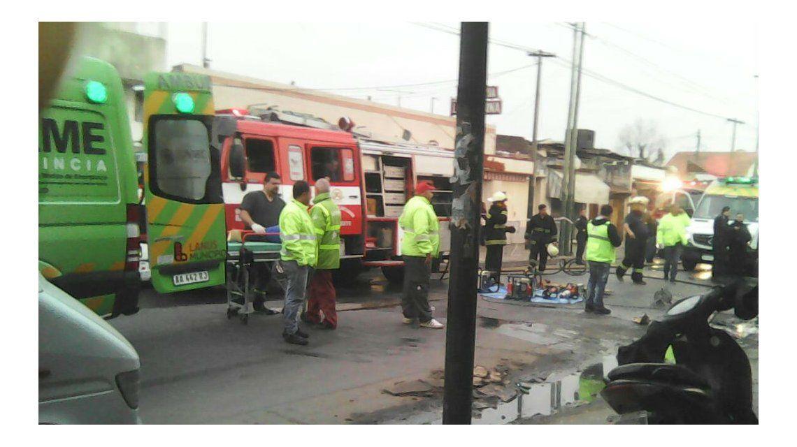 Bomberos y el SAME trabajan en la zona