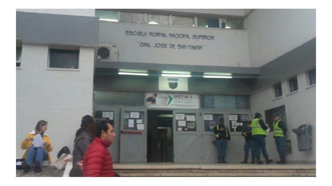 Evacuaron un colegio en Neuqué por lo que sería gas pimienta - Crédito:lmneuquen.com