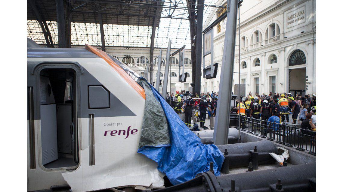 Así quedó la locomotora que no frenó al llegar a la estación Francia
