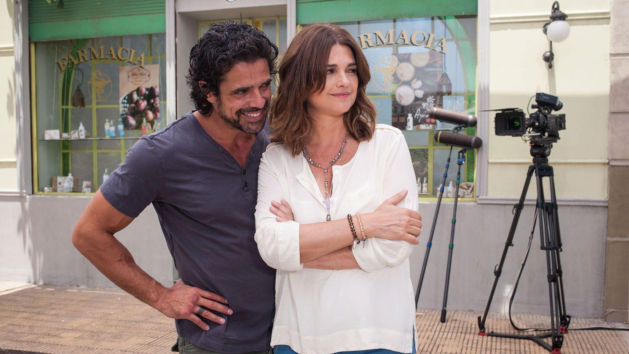 Araceli González y Luciano Castro