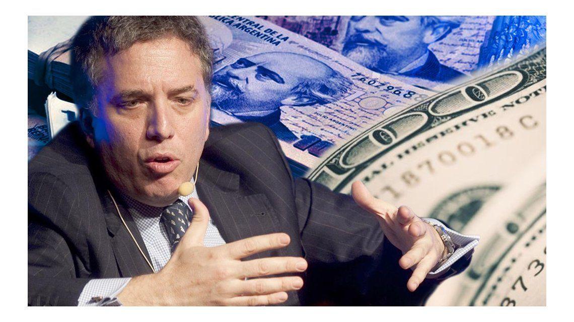 Dujvone pide apostar al peso argentino pero tiene sus bienes en el exterior