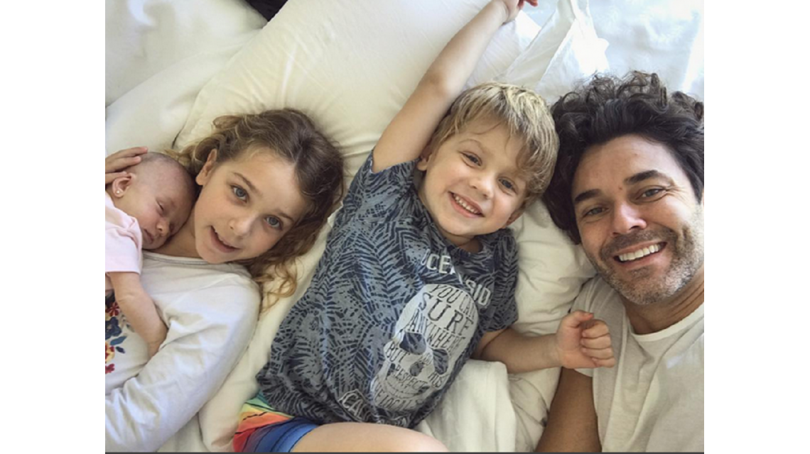 Tierna foto de Mariano Martínez con sus hijos