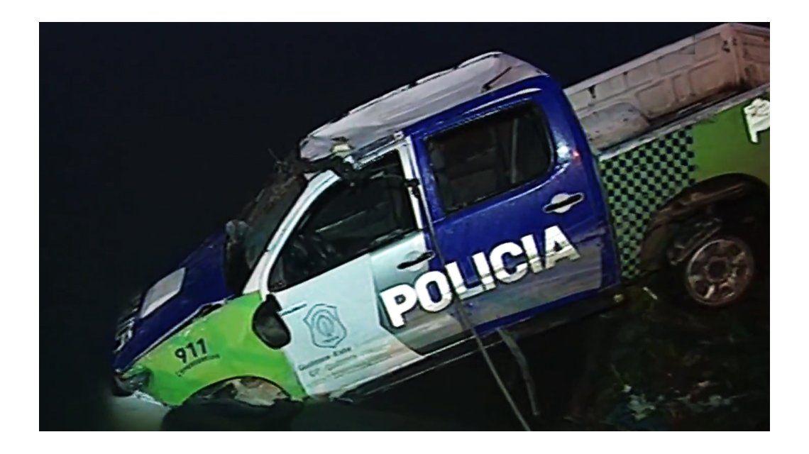 Dos policías iban en el patrullero