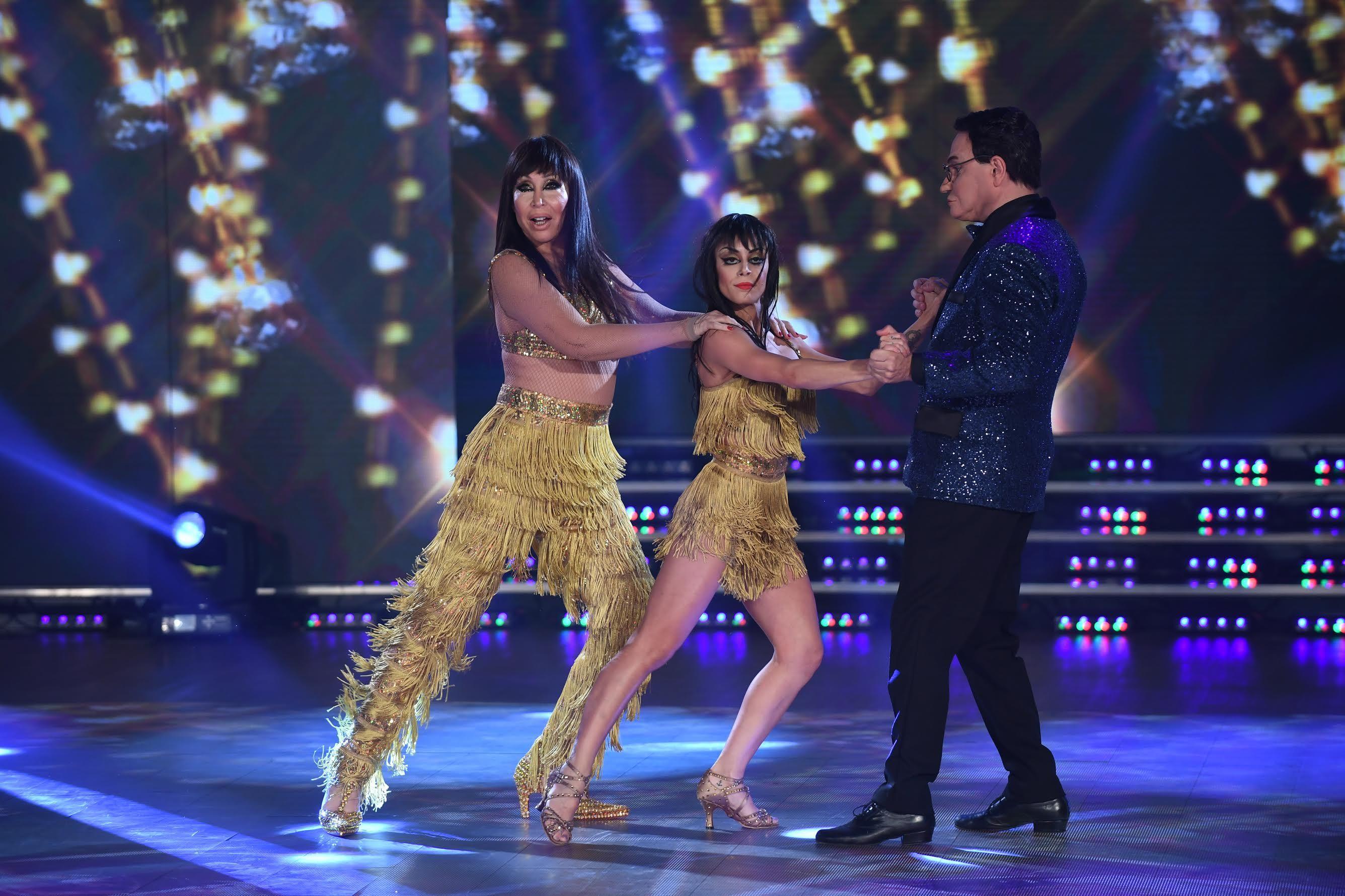 Moria bailando con Freddy y Soledad Bayona