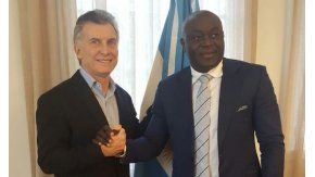 Macri se renuió con el ex jugador de Boca Alphones Tchami - Crédito:@mauriciomacri