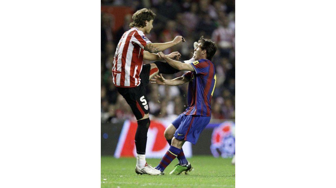 Independiente: Amorebieta culpó a Messi por la patada en la cara