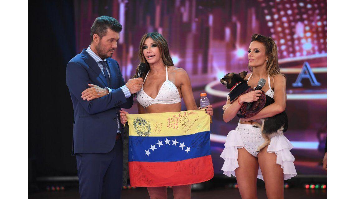 Catherine Fulop y Melina Lezcano con Marcelo Tinelli