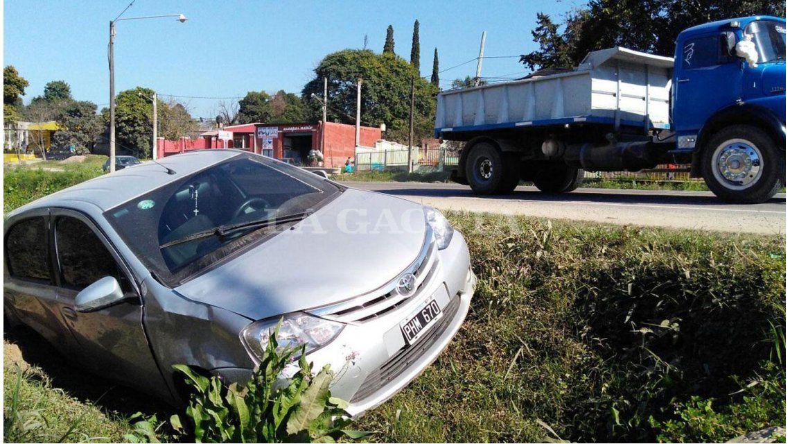 Así quedó el auto que destrozó una verdulería en Yerba Buena