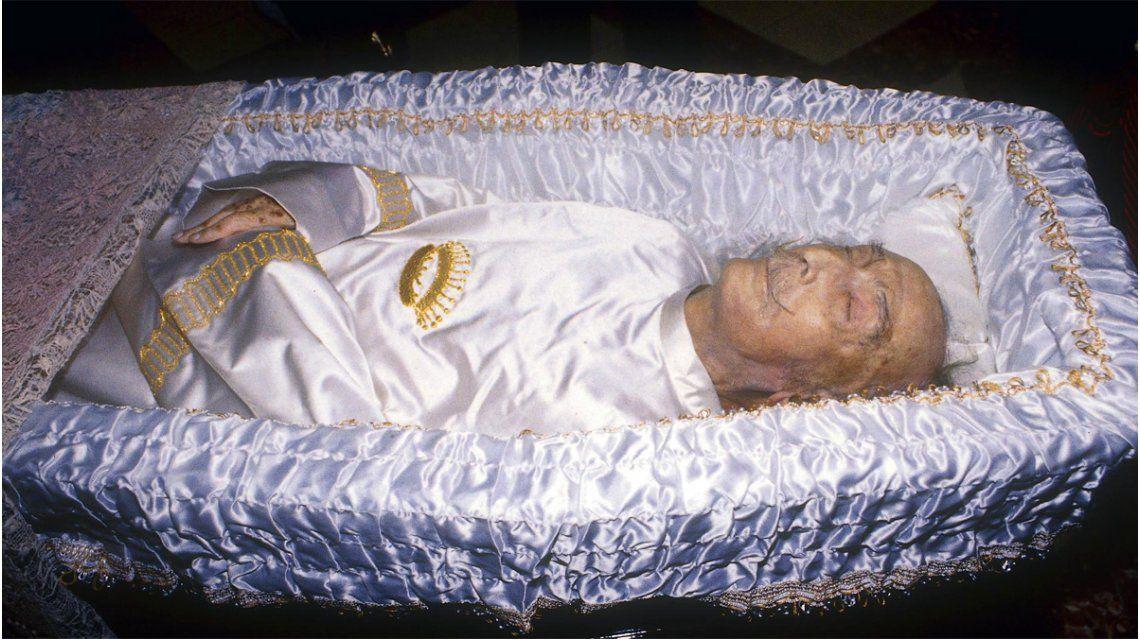 Una foto del velatorio de Salvador Dalí