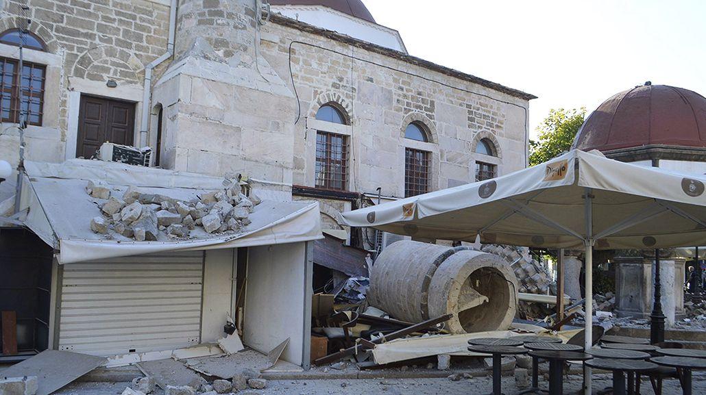 Un fuerte terremoto sacudió a Grecia y Turquía