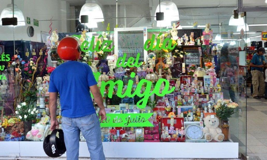 Comercios estuvieron preparando las ventas del Día del Amigo