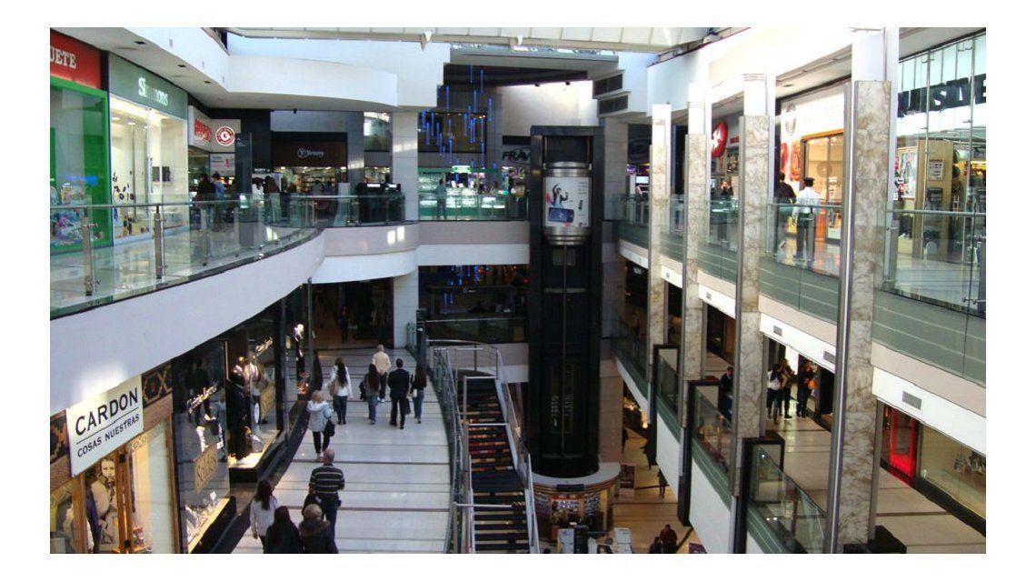 Indec: nuevo retroceso en el consumo en supermercardos y shoppings