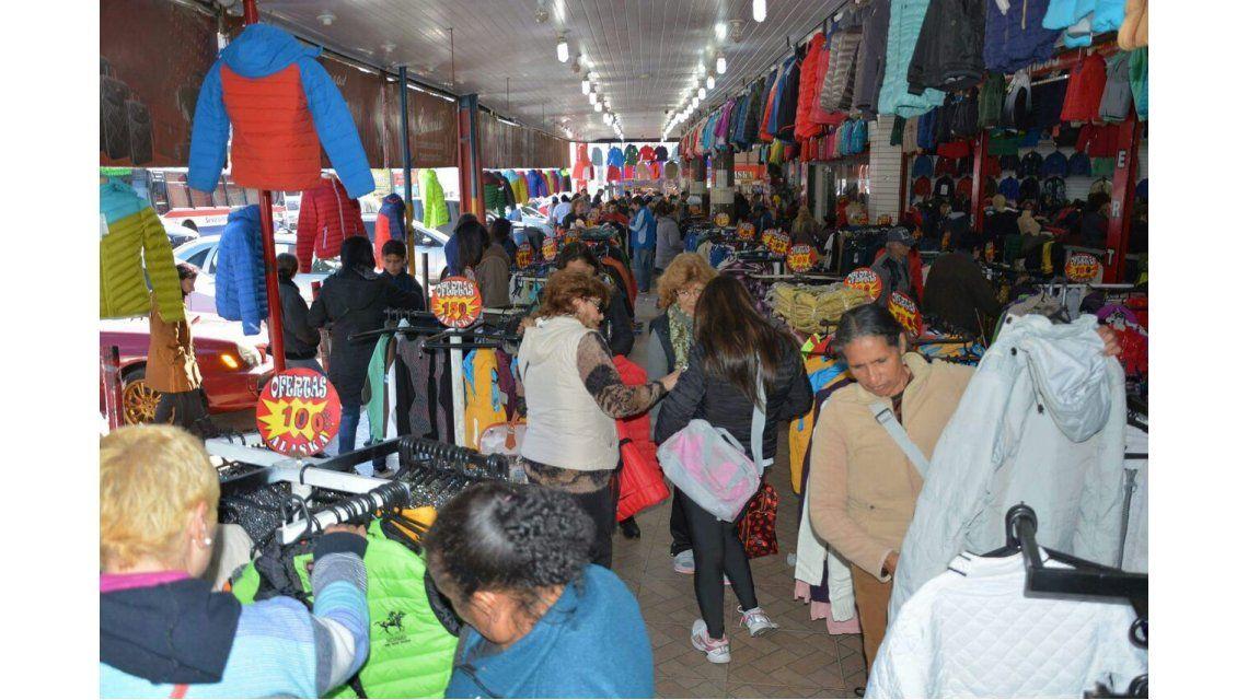 Cada vez más argentinos cruzan a Paraguay para hacer shopping