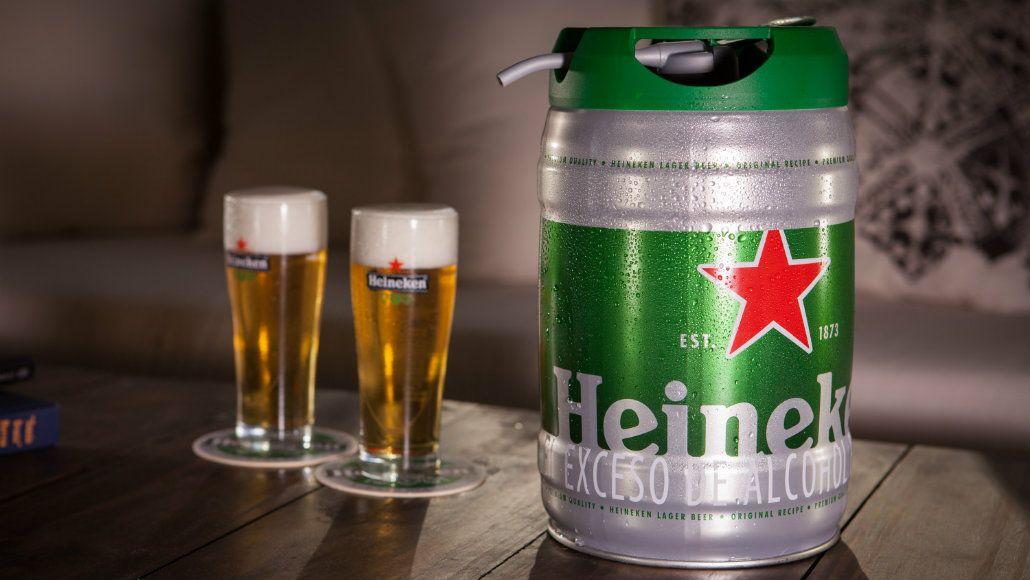 Heineken para todos: un barril del sabor de la rubia lager