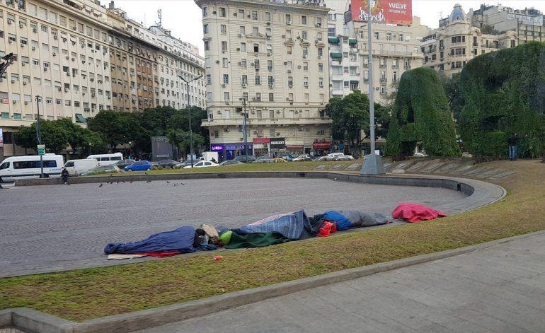 Citan al abogado PRO por decir que los sin techo cobran por dormir en la calle