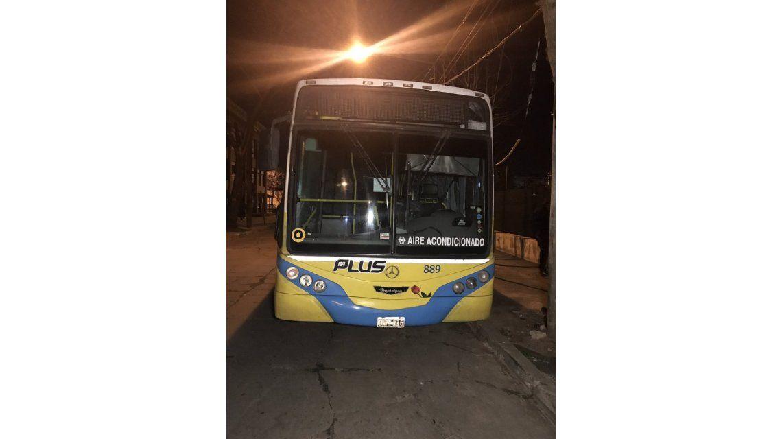 Un delincuente fue abatido por una mujer policía en un colectivo sobre Panamericana