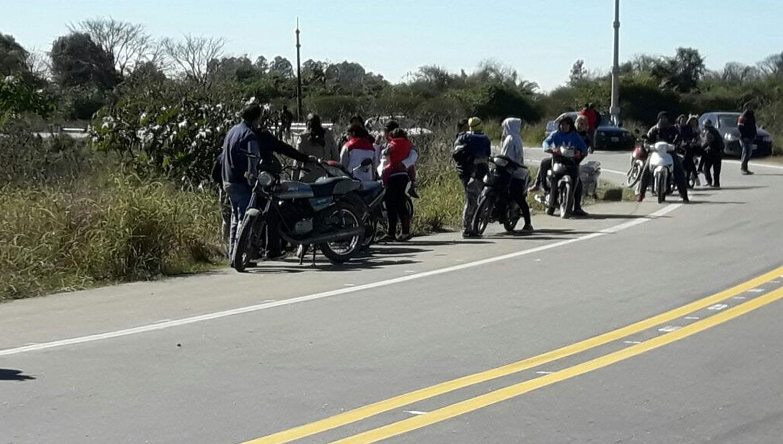 Algunos llegaron en motos a retirar las botellas