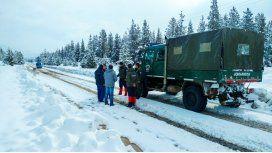 Gendarmería asistiendo a damnificados por la ola de frío polar