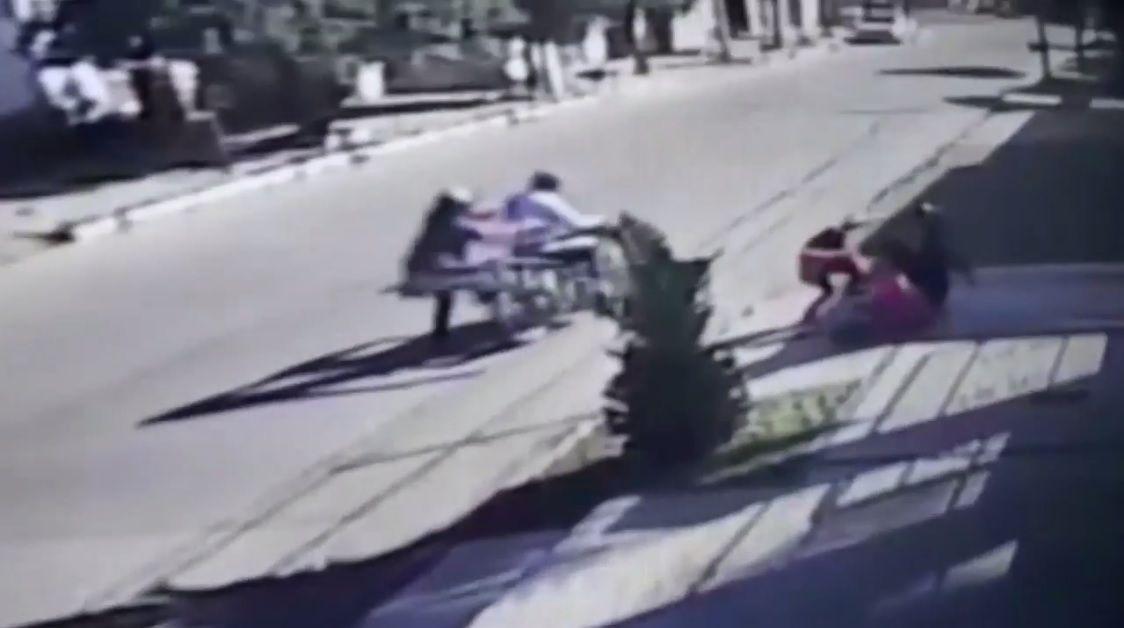 Así asaltaban motochorros a dos nenas