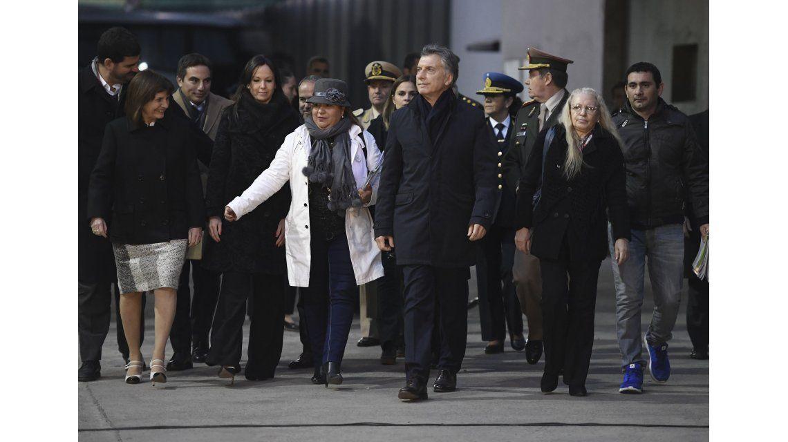 Macri y su equipo en la quema de narcóticos