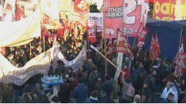 Trabajadores de Pepsico protestan y cortan el Metrobus de la 9 de Julio