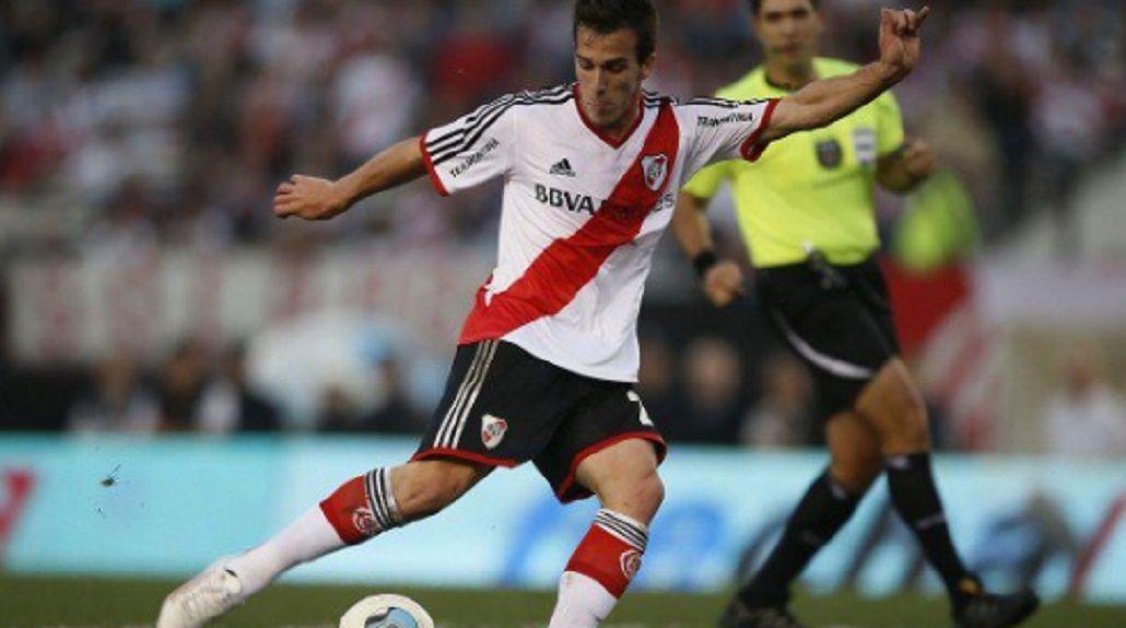 El delantero renovó su contrato con River pero volverá a irse del club