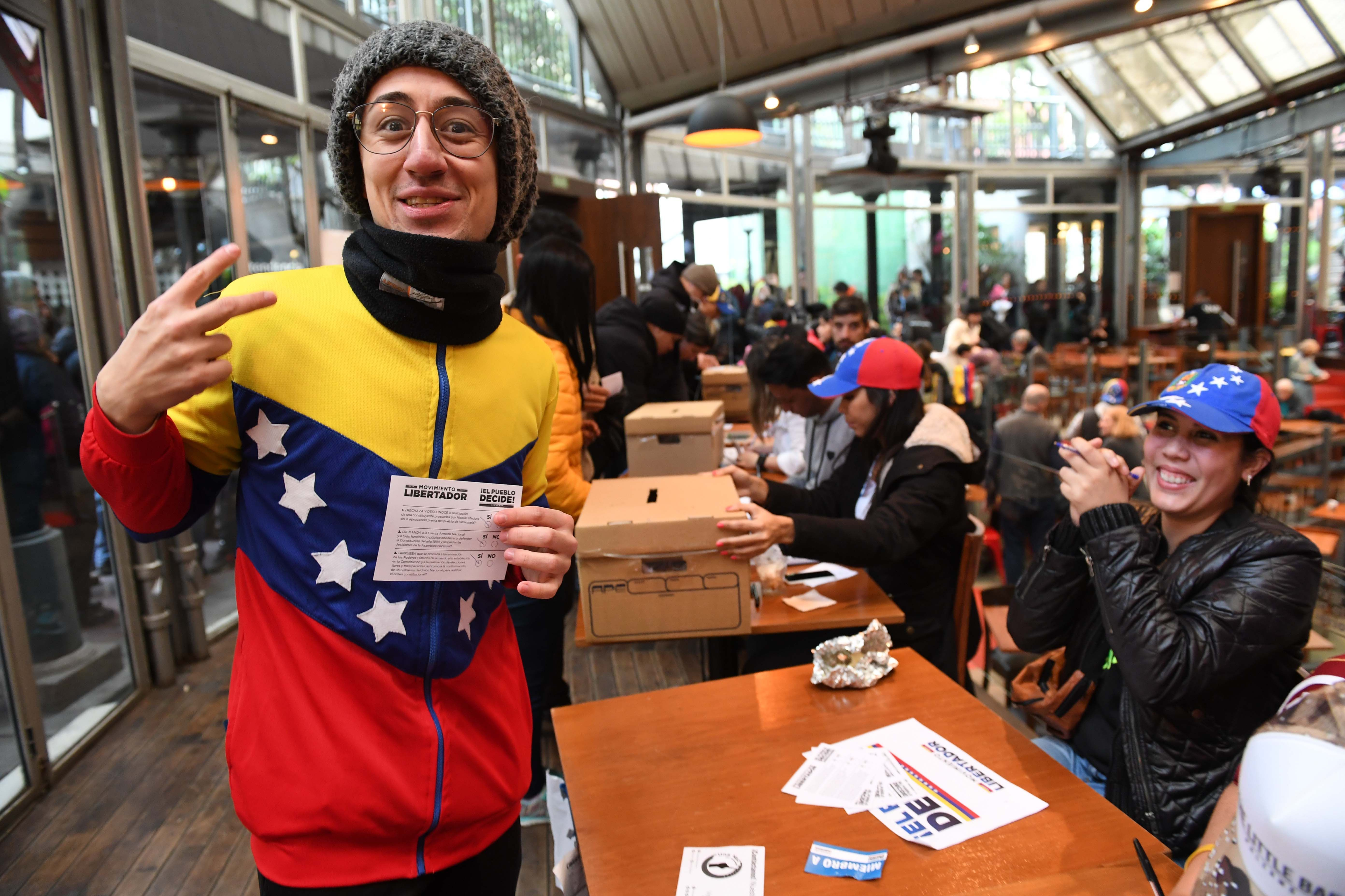Masiva participación de venezolanos que viven en Argentina contra Maduro