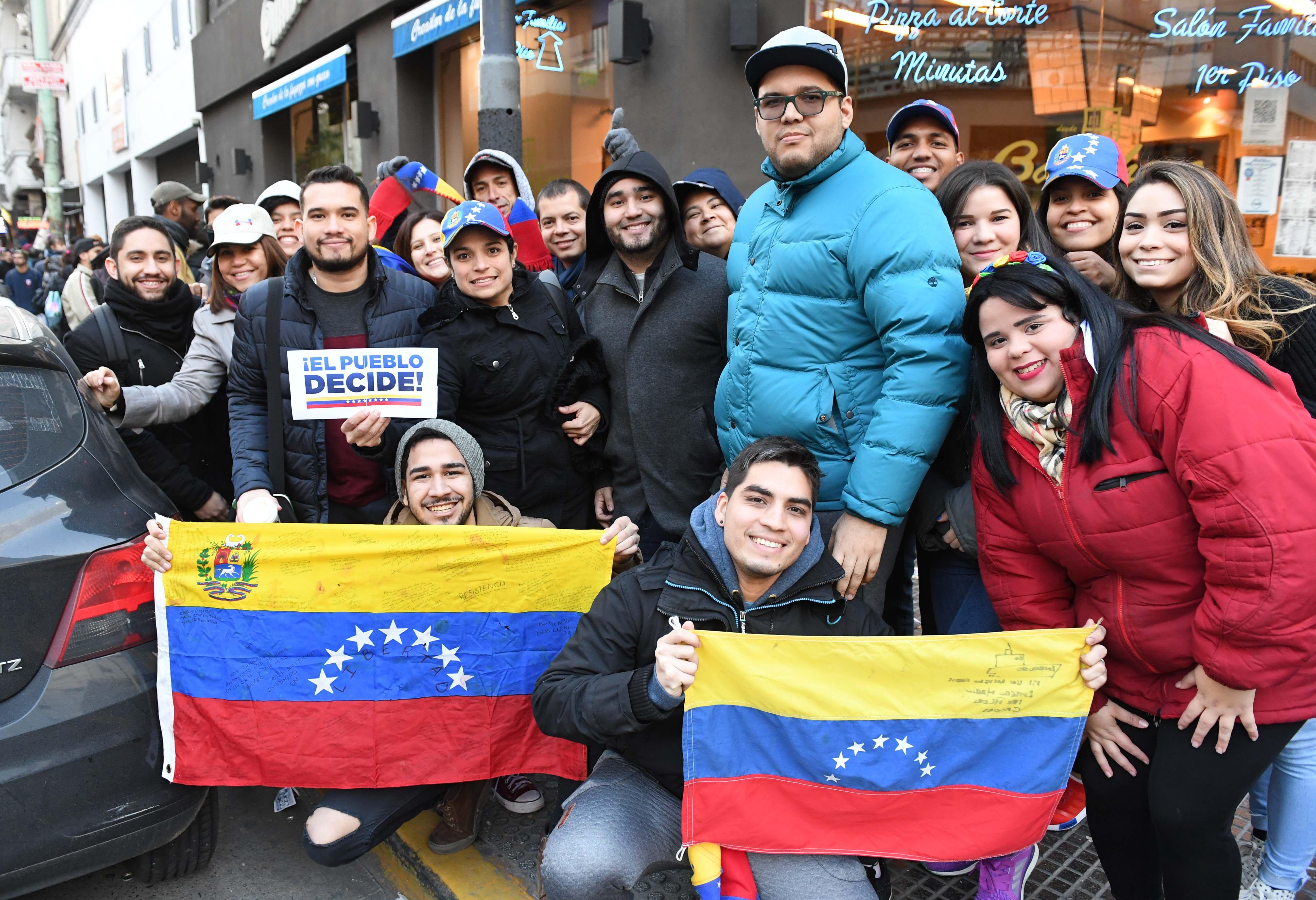 Venezolanos en la Argentina participaron de la consulta popular