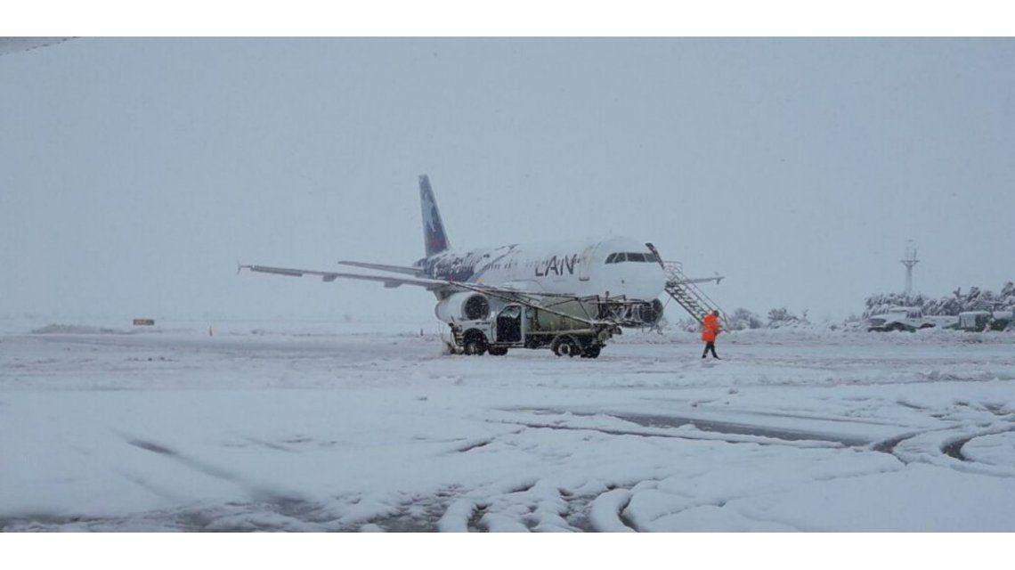 Hay pasajeros que hace tres días están en el aeropuerto