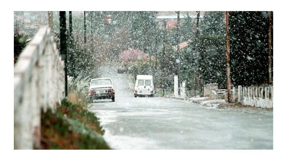 El temporal de nieve ya tocó la Provincia pero... ¿llegará a la Ciudad?