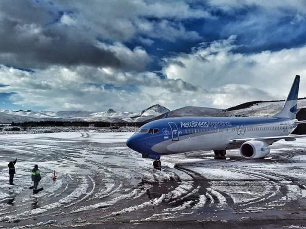 Por las nevadas, cerraron los aeropuertos de Chapelco, Ushuaia y Bariloche