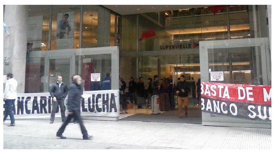 Protesta de La Bancaria en Supervielle