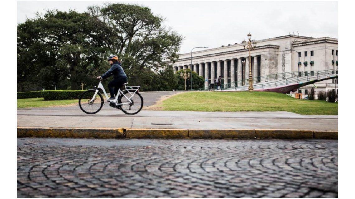 Las bicis copan las calles de la ciudad (Foto: Maximiliano Blanco)