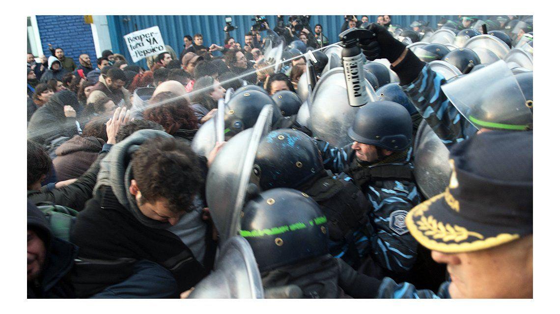 Bullrich negó la represión y culpó a los trabajadores de provocar violencia