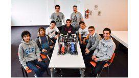 Estudiantes de escuela secundaria crearon un robot y participarán de una competencia en EE.UU.