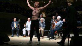 Dos feministas irrumpieron en el concierto de Woody Allen por las denuncias de abuso en su contra