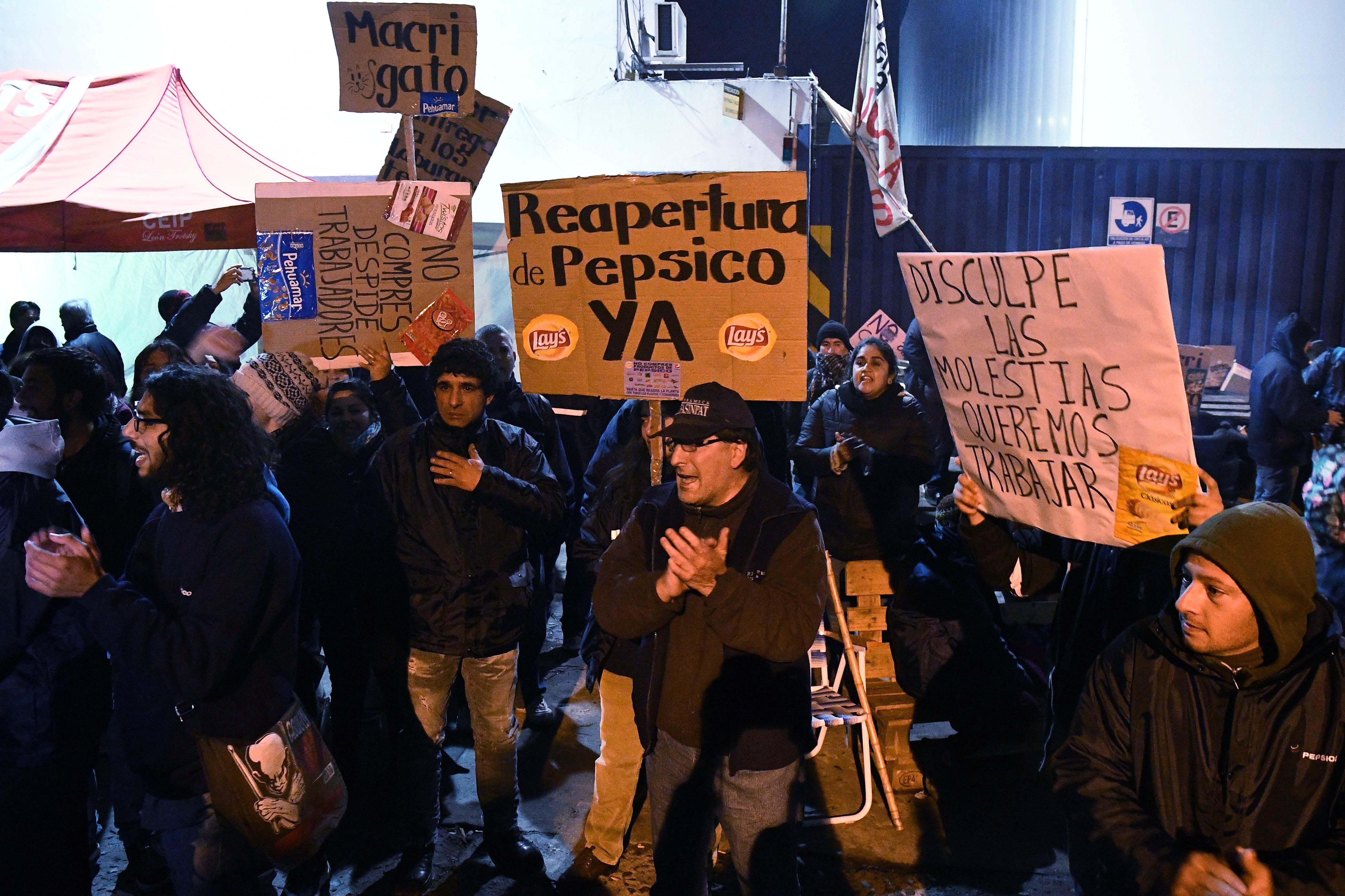 Protesta en la puerta de Pepsico