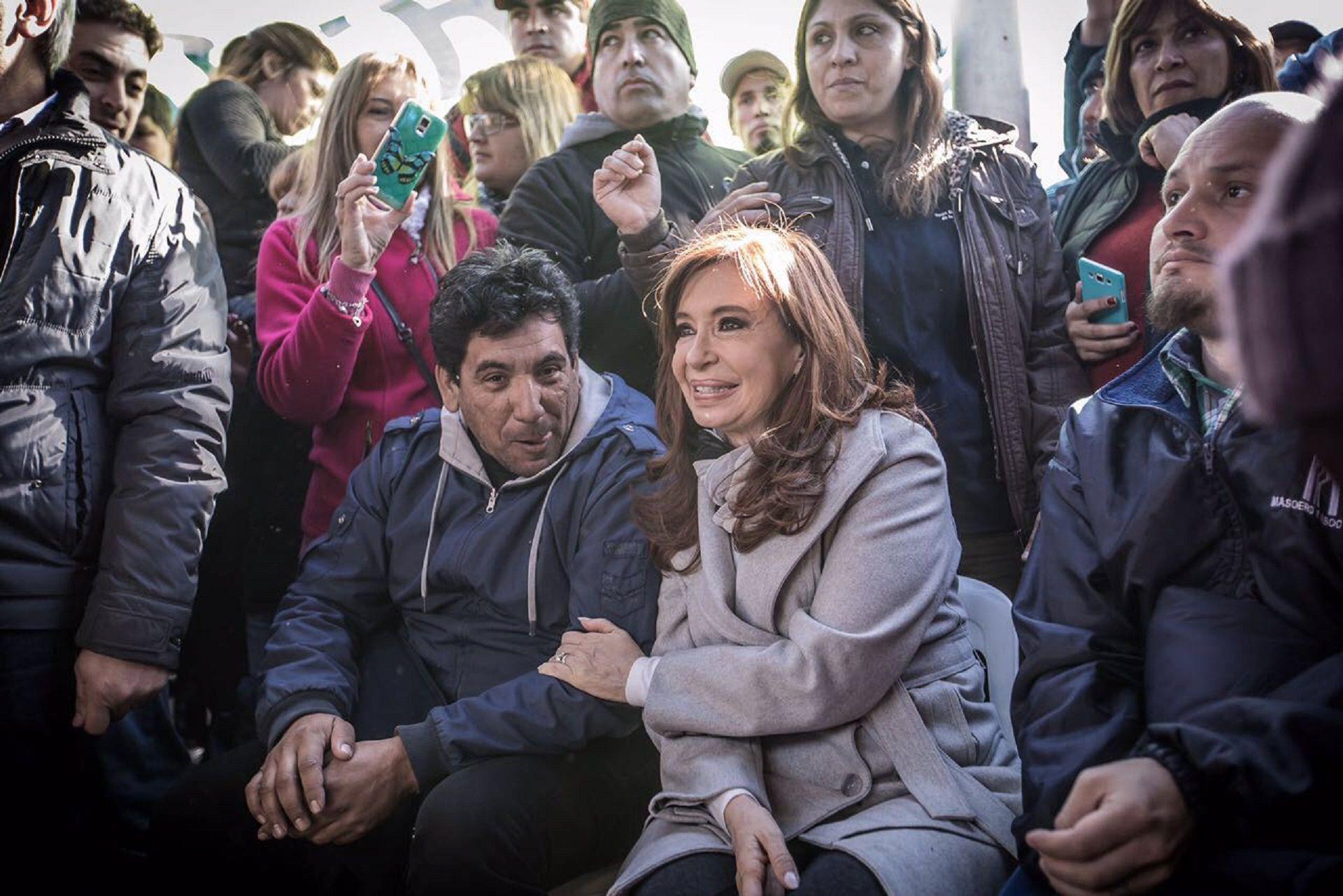 Cristina estuvo con los trabajadores despedidos de Atucha