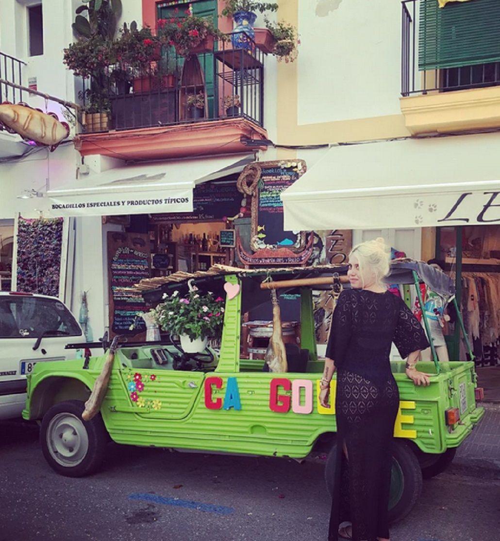 El álbum hot de Wanda Nara en Ibiza