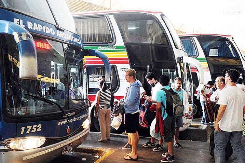 Cayó fuerte el número de pasajeros en micros de larga distancia