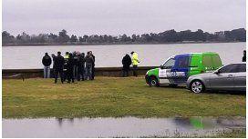 Hallan un cadáver atado con alambre en la laguna de Chascomús. Foto gentileza FM Por Siempre.