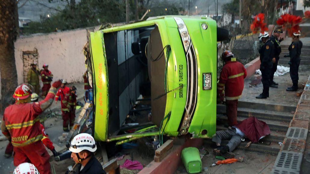 Al menos nueve muertos por el vuelco de un micro en Perú