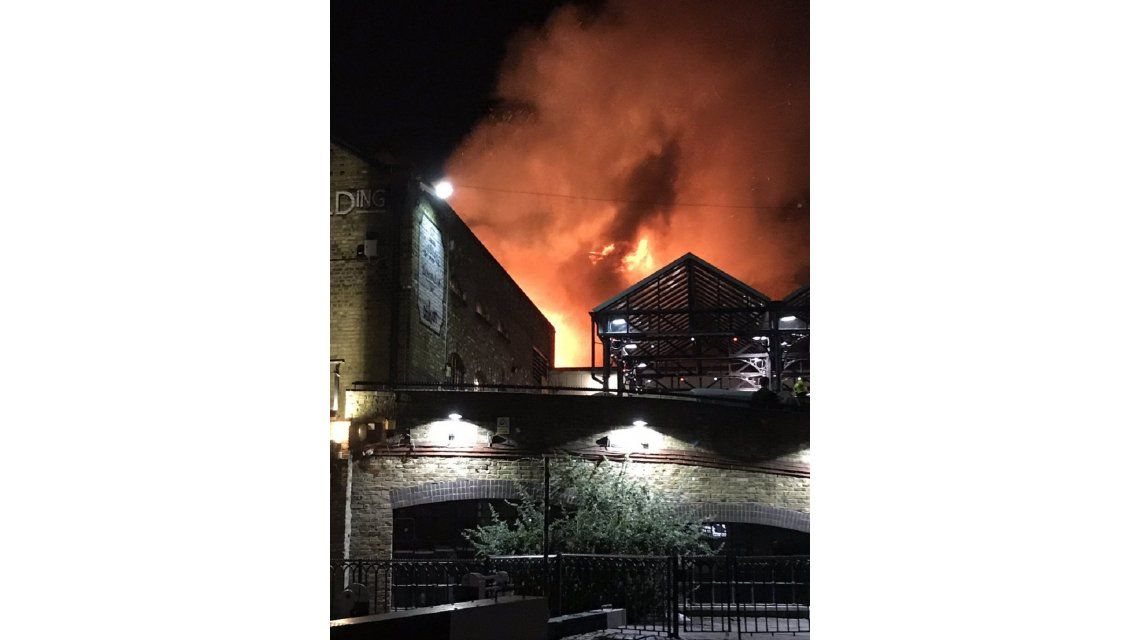 Incendio en le Camden Lock de Londres - Crédito: @LondonFire