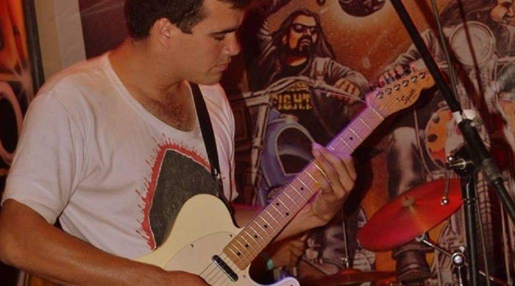 José Vera tocaba en una banda de rock. Foto: Pilar a Diario