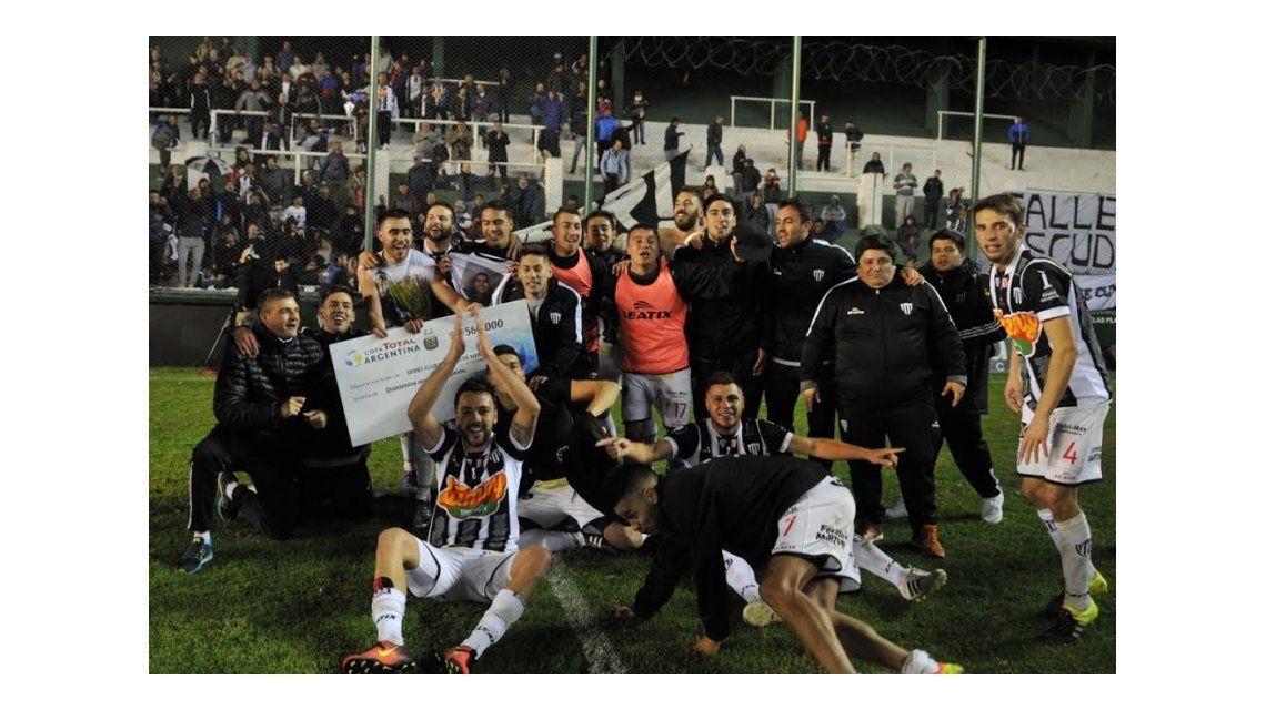 Sport Club Pacífico tras vencer a Estudiantes por la Copa Argentina
