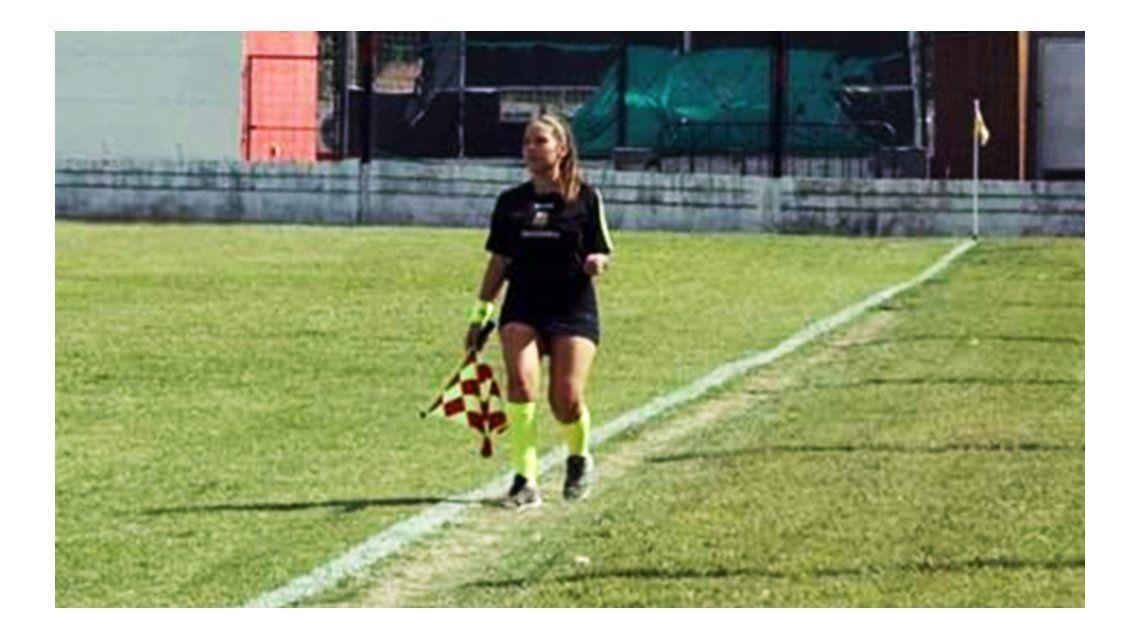 Llorando, una árbitro dejó un partido de nenes por los insultos de los padres