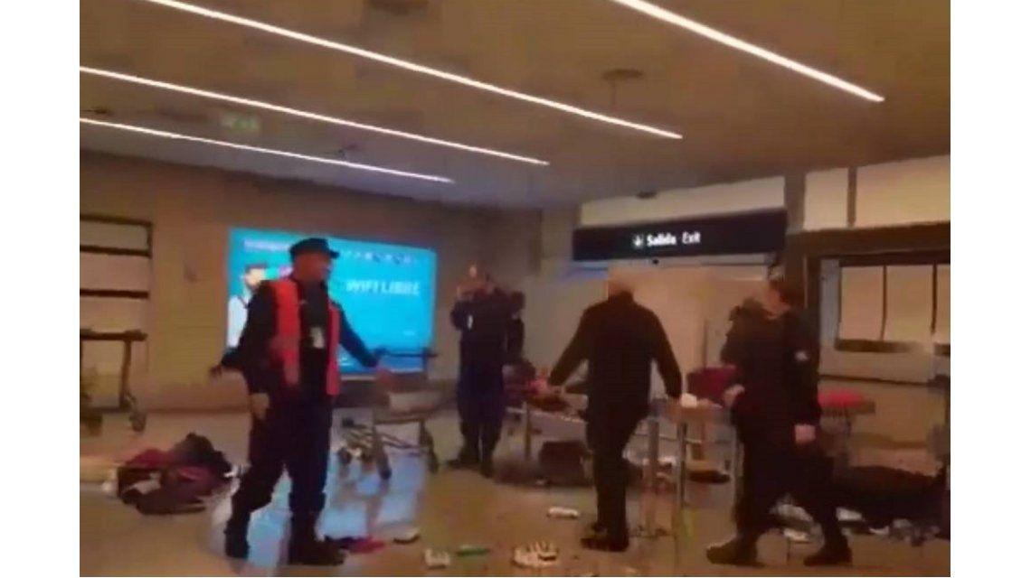 Así reaccionó un hombre al ser increpado por la AFIP en el aeropuerto