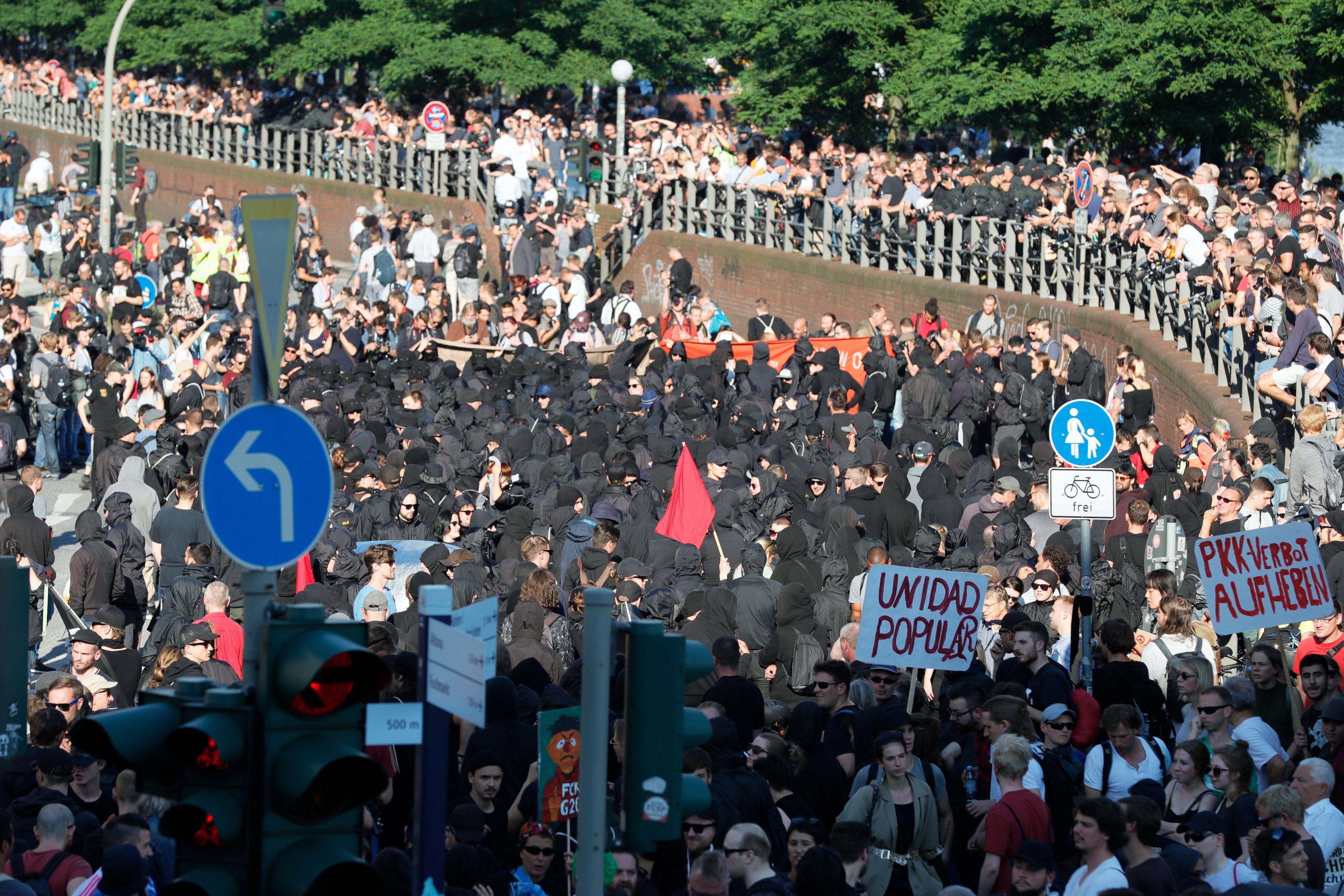 La policía reprimió una protesta de activistas anti G-20 en Hamburgo