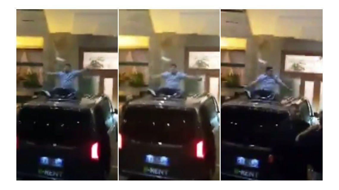 Diego Maradona, sacado arriba de una camioneta, canta contra la Juventus