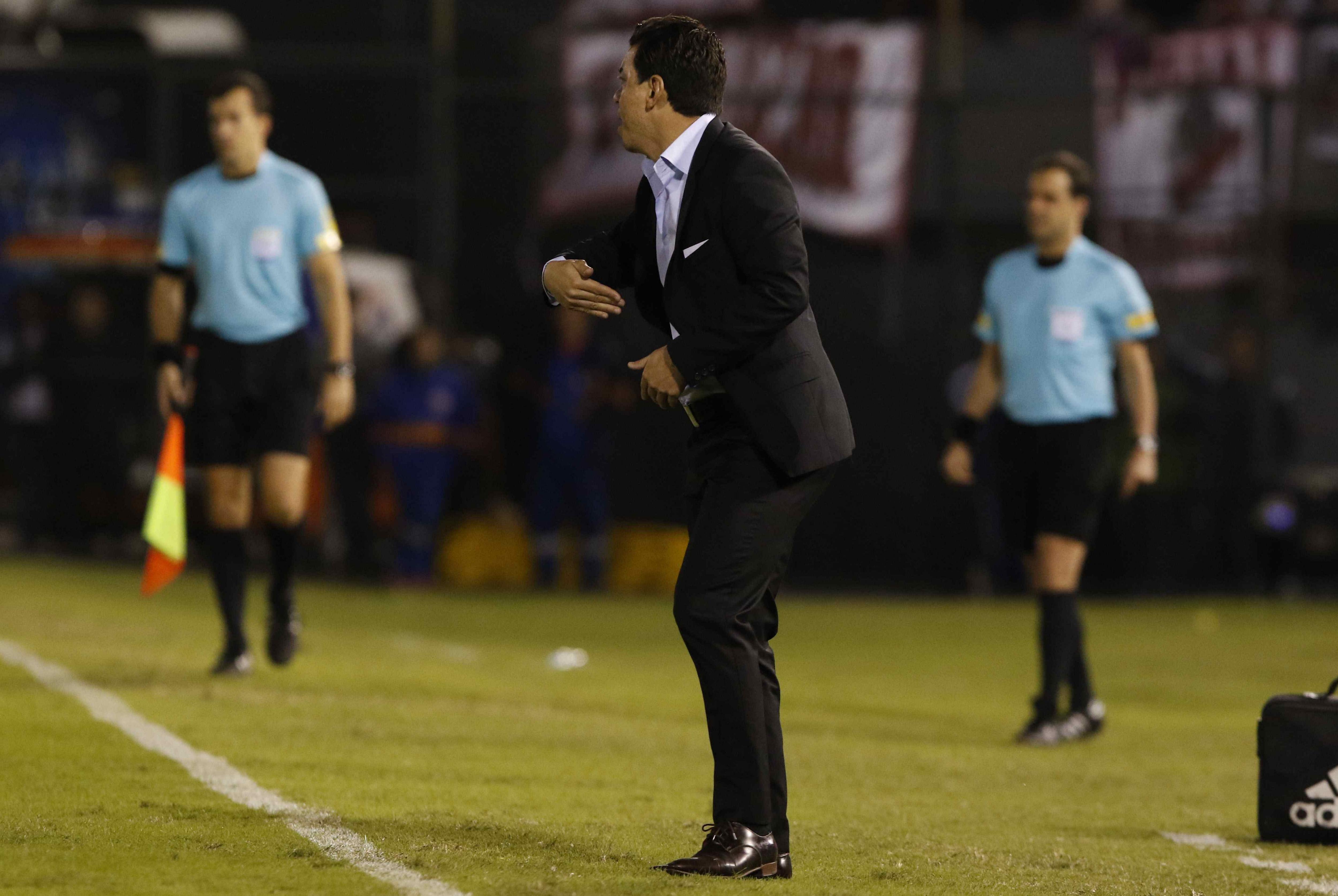 Marcelo Gallardo ante Guaraní en Paraguay